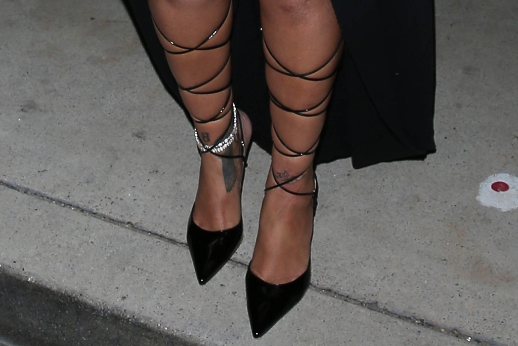 rihanna, skirt, mini skirt, leather, coat, heels, pumps, sunglasses, fenty, anklet, los angeles, dinner, santa monica