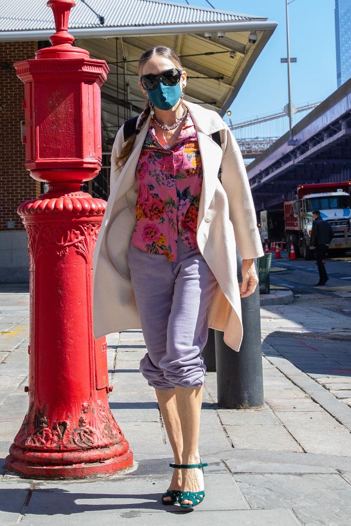 sarah jessica parker, coat, sweatpants, heels