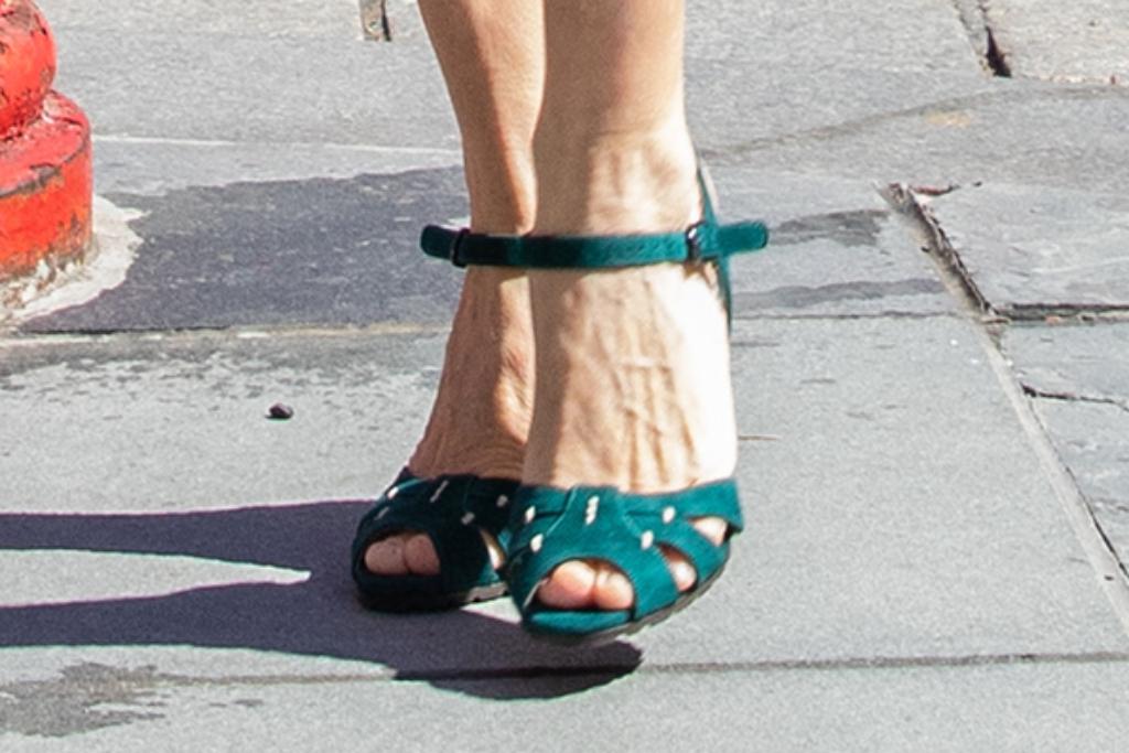 sarah jessica parker, green heels, new york city