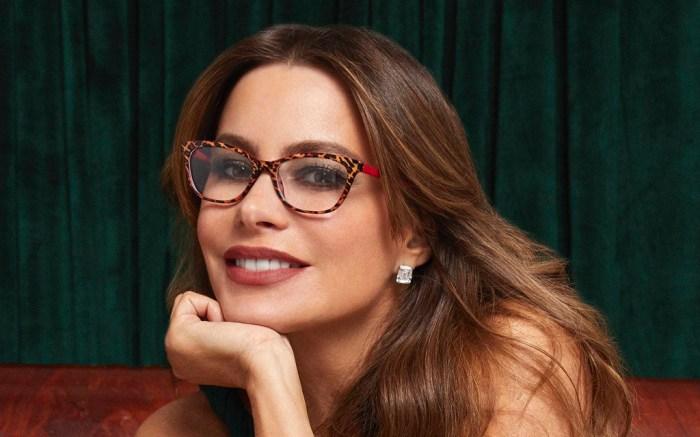 sofia-vergara-bustier-pants-glasses