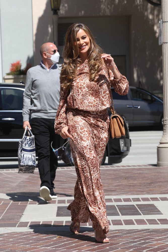 sofia vergara, jumpsuit, animal print, giraffe, americas got talent, heels, big toe, sandals, los angeles, set