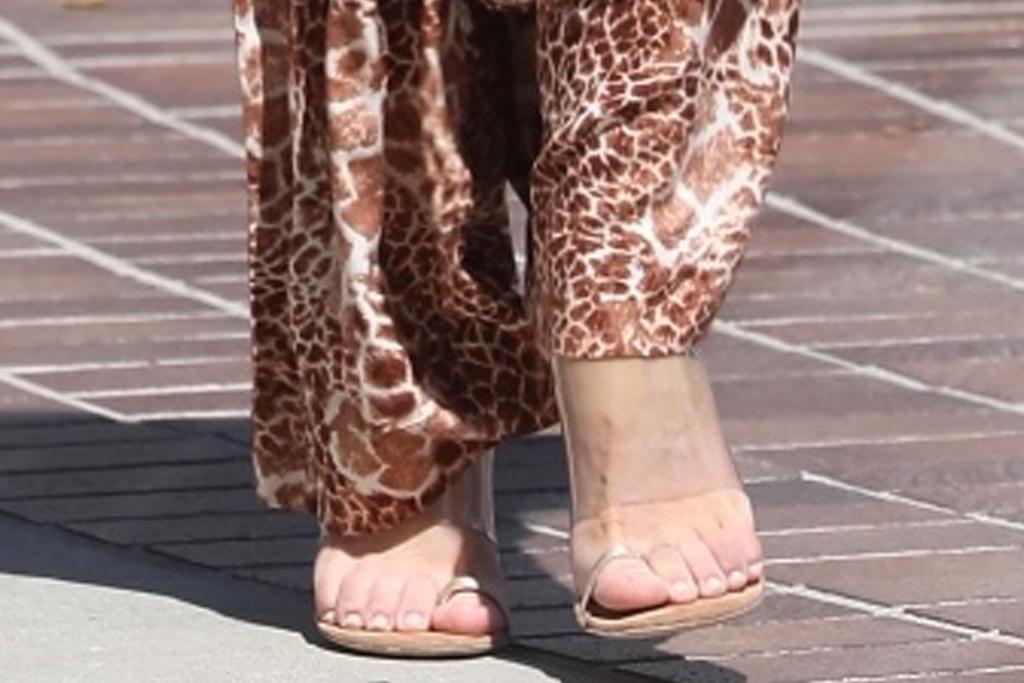 sofia vergara, jumpsuit, animal print, giraffe, americas got talent, heels, big toe, sandals, los angeles, set