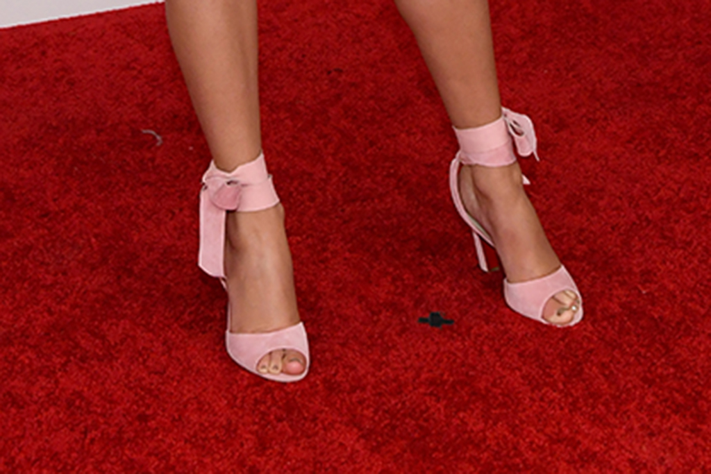 taylor swift shoes, taylor swift grammys, taylor swift