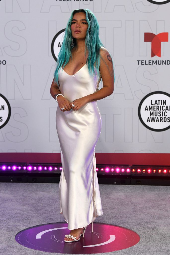 The Best Dressed at the 2021 Latin American Music Awards, Photos – Footwear News