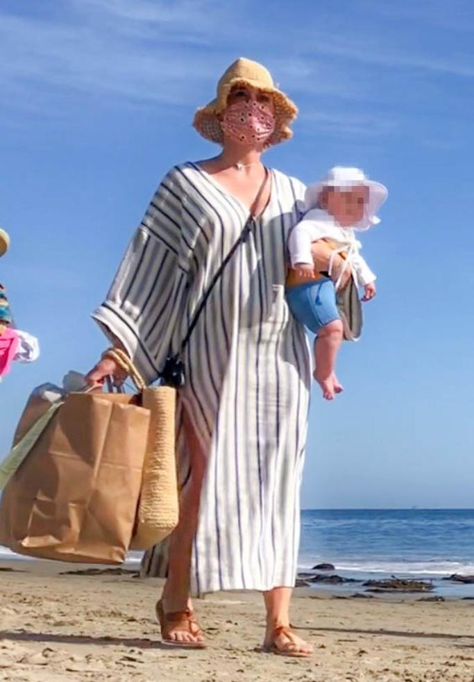 katy perry, beach, sandals