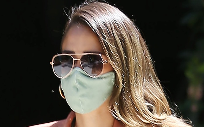 Jessica Alba goes to her office in Los Angeles