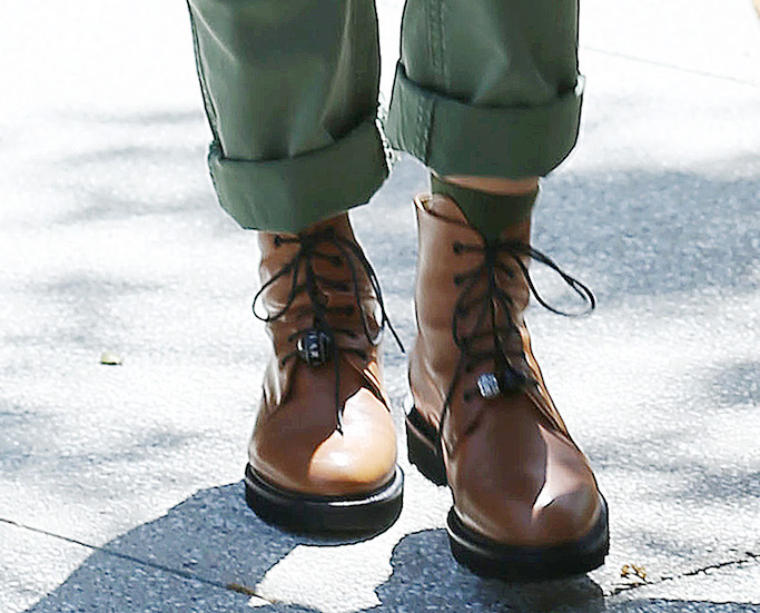 Jessica Alba, brown boots, combat boots, lace up boots, dear frances