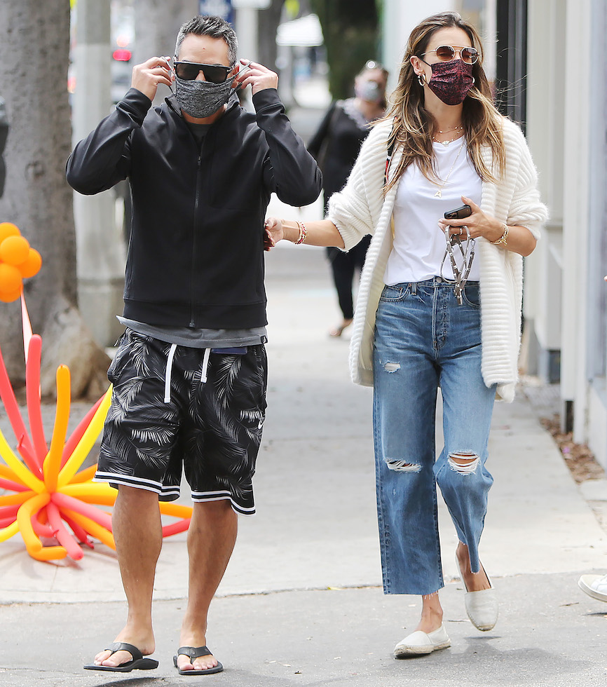 Alessandra Ambrosio and boyfriend going RD Kitchen in Los Angeles. 21 Apr 2021 Pictured: Alessandra Ambrosio. Photo credit: CrownMedia/MEGA TheMegaAgency.com +1 888 505 6342 (Mega Agency TagID: MEGA748611_009.jpg) [Photo via Mega Agency]