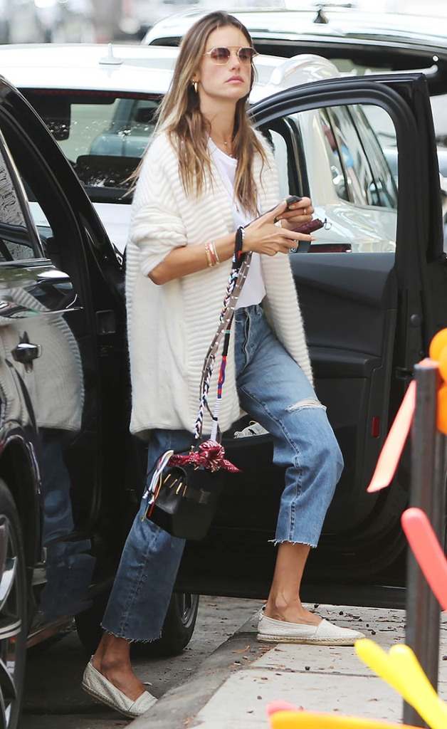 Alessandra Ambrosio and boyfriend going RD Kitchen in Los Angeles. 21 Apr 2021 Pictured: Alessandra Ambrosio. Photo credit: CrownMedia/MEGA TheMegaAgency.com +1 888 505 6342 (Mega Agency TagID: MEGA748611_003.jpg) [Photo via Mega Agency]