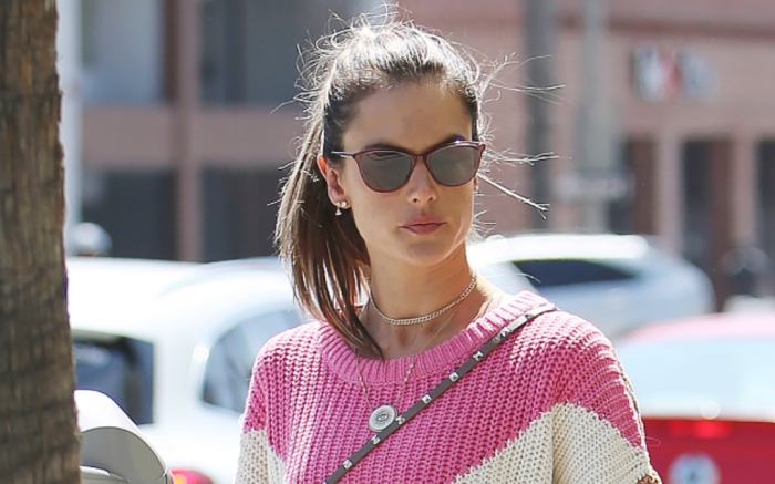 alessandra-ambrosio-cuffed-jeans-feature