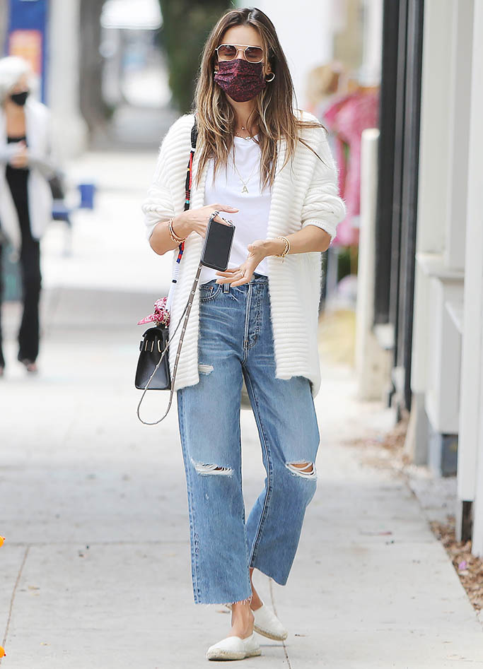 Alessandra Ambrosio and boyfriend going RD Kitchen in Los Angeles. 21 Apr 2021 Pictured: Alessandra Ambrosio. Photo credit: CrownMedia/MEGA TheMegaAgency.com +1 888 505 6342 (Mega Agency TagID: MEGA748611_001.jpg) [Photo via Mega Agency]