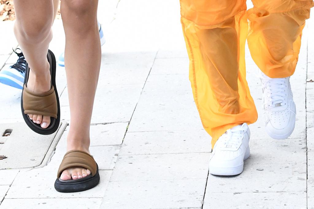 amelia hamlin, shorts, sweater, slides, dress, scott disick, blonde, sneakers, miami
