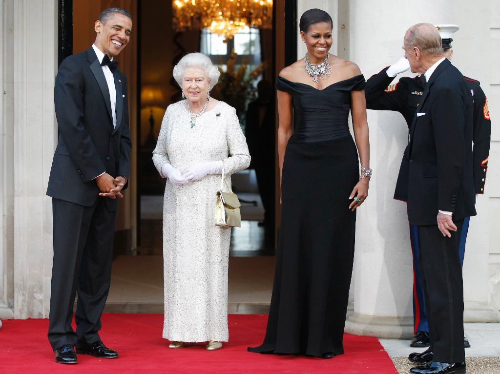queen elizabeth, white gown, sparkly dress, gold heels