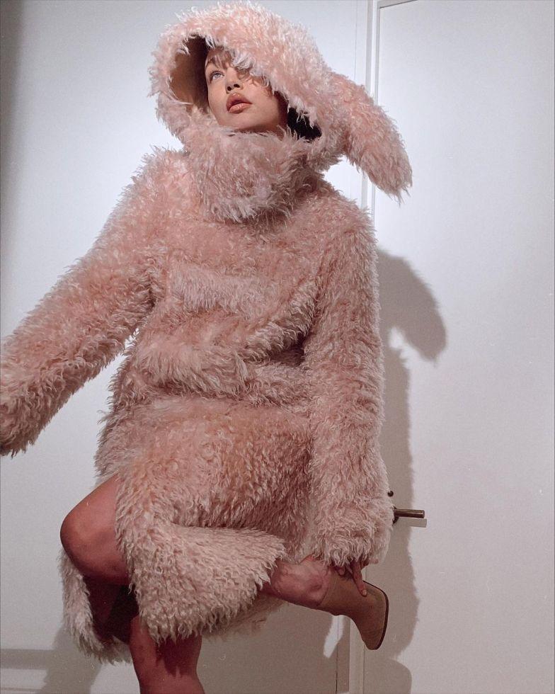 gigi hadid, leather coat, dress, heels, burberry, fall 21, model, mesh