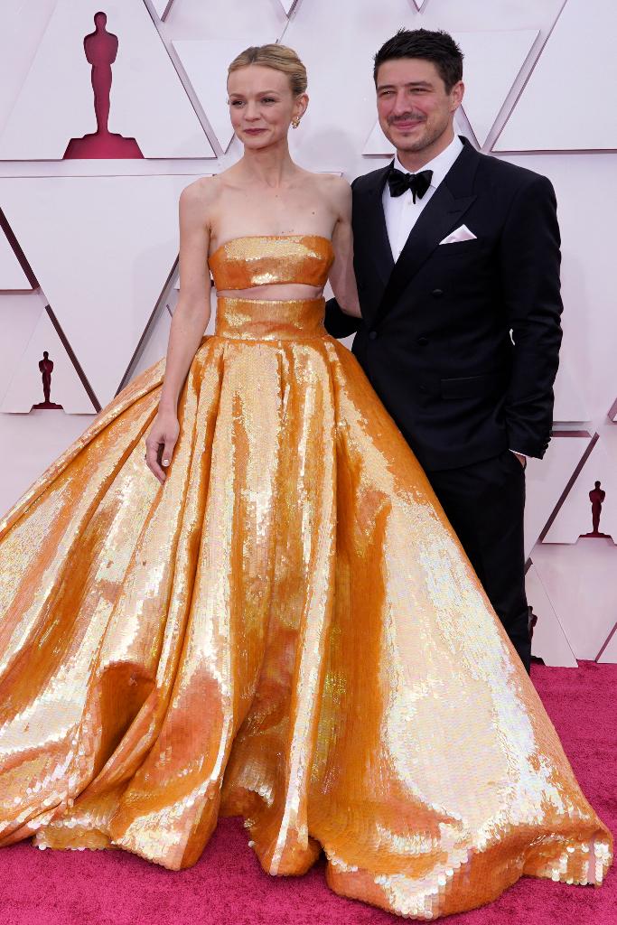Carey Mulligan, Oscars 2021, Gold Skirt