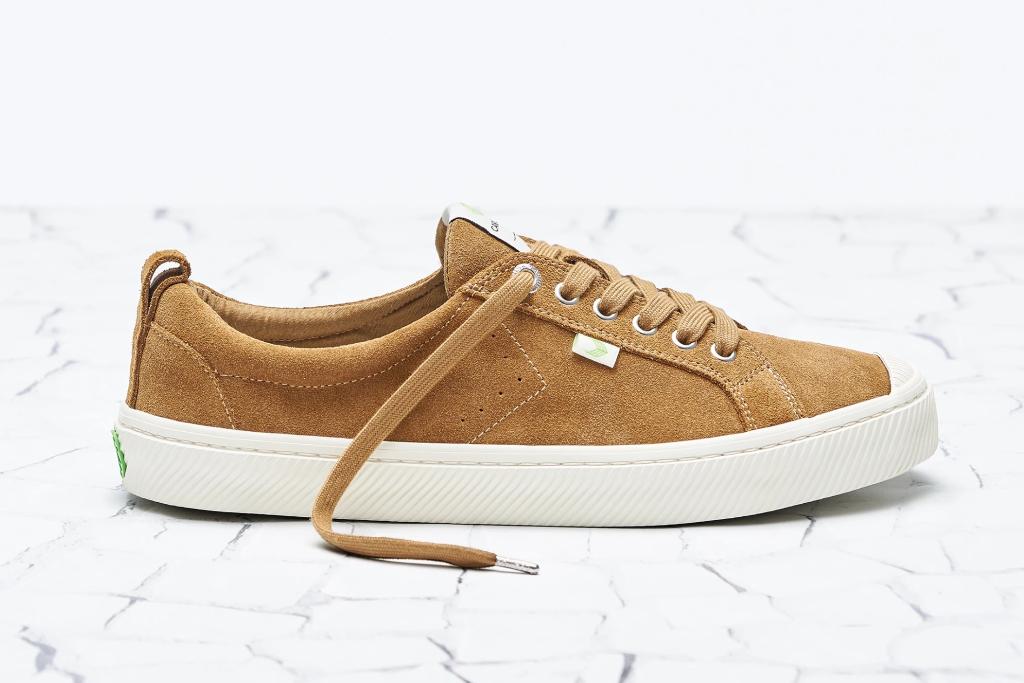 cariuma, camel suede, suede sneakers