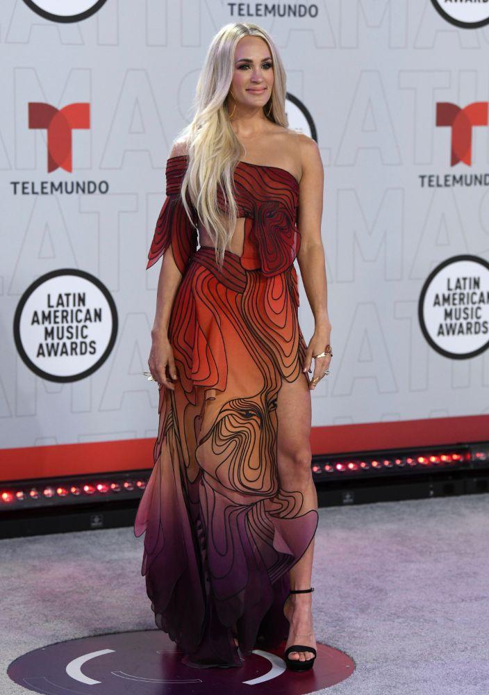 carrie underwood, gown, latin american music awards, iris van herpen, dress, cutout, heels, platform, sandals, florida