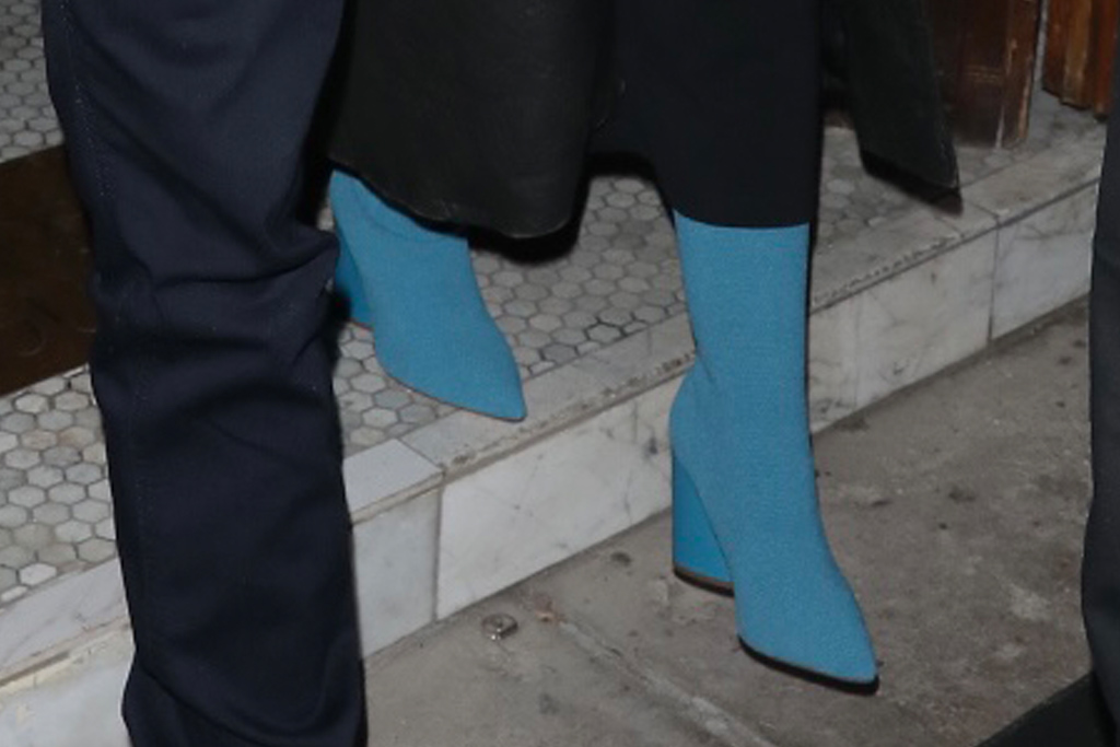 christina aguilera, leggings, leather coat, blue boots, sweater, los angeles, date, matthew rutler, dinner