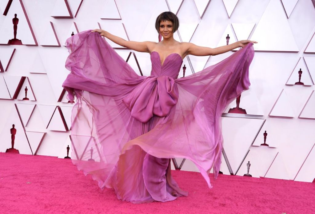 halle berry, gown, dress, oscars 2021, red carpet, purple, heels, louboutin, dolce & gabbanav