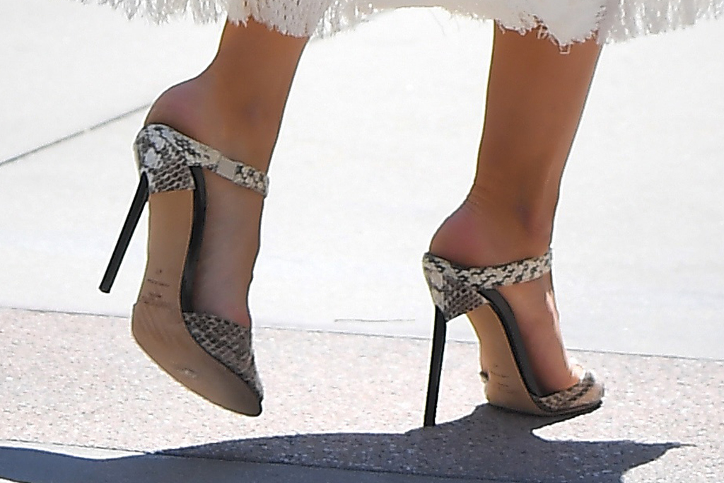 heidi klum, dress, white dress, snakeskin, belt, mules, heels, sandals, agt, la, purse
