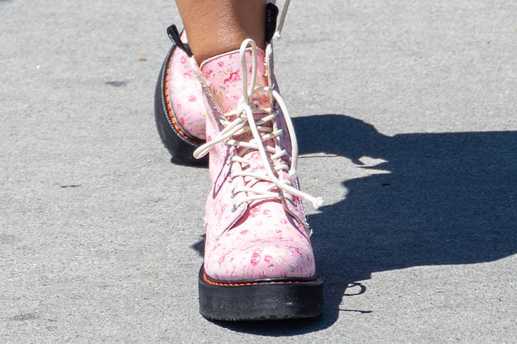 heidi klum, dress, shirt dress, boots, combat boots, r13, pink, floral, la