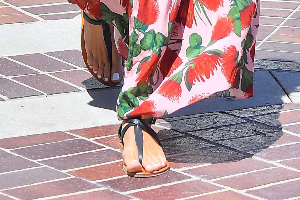 Heidi Klum, black flat sandals, black shoes, la