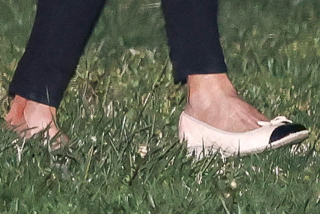 jill biden, jeans, skinny jeans, blouse, flats, wedges, joe biden, white house, delaware, marine one, washington dc, white house
