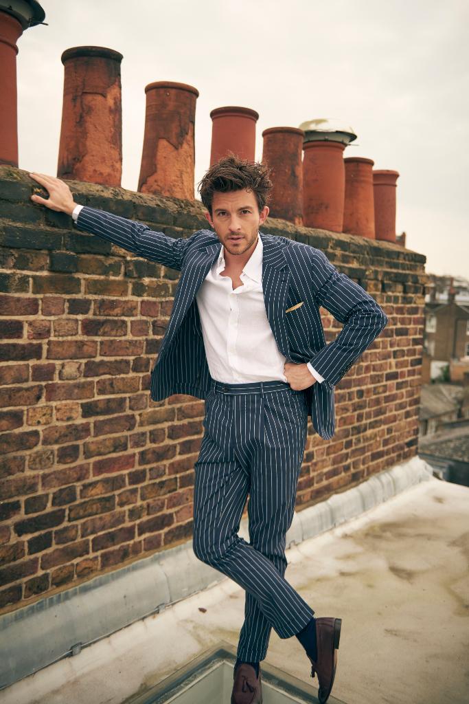 Jonathan Bailey, Pinstripe Suit, SAG Award 2021