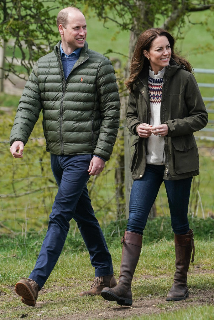 Kate Middleton, Sweater, Skinny Jeans, Brown Boots, Manor Farm