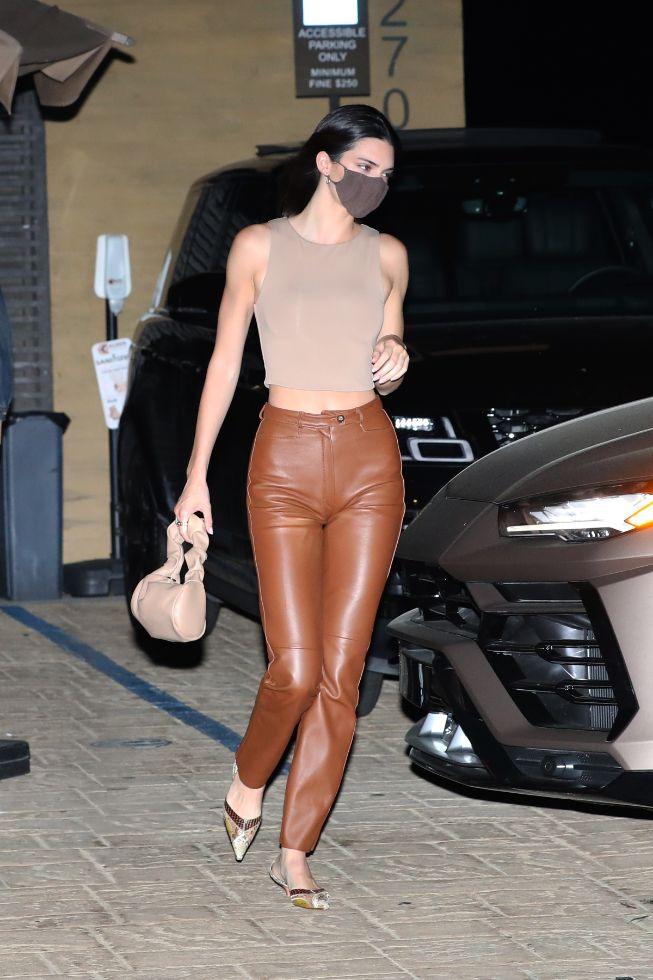 kendall jenner, leggings, pants, leather pants, brown, crop top, heels, purse, fai, nobu, la
