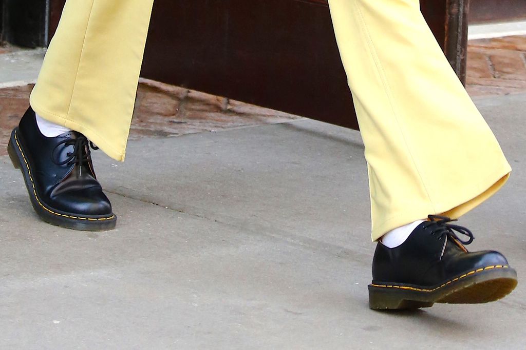 kendall jenner, yellow jacket, pants, dr martens, brogues, hotel, ny, babydoll tee, face mask, sunglasses