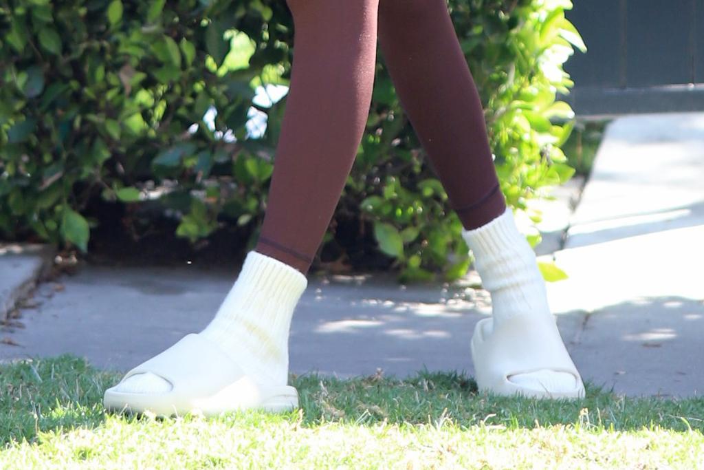 kendall jenner, sports bra, leggings, slides, socks, workout, hailey baldwin, pilates, gym, los angeles
