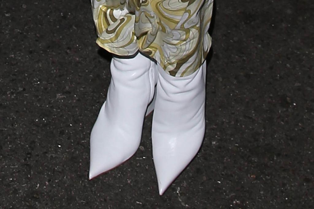 kylie jenner, dress, bodycon, heels, boots, amina muaddi, dinner, la, nobu, bottega veneta bag