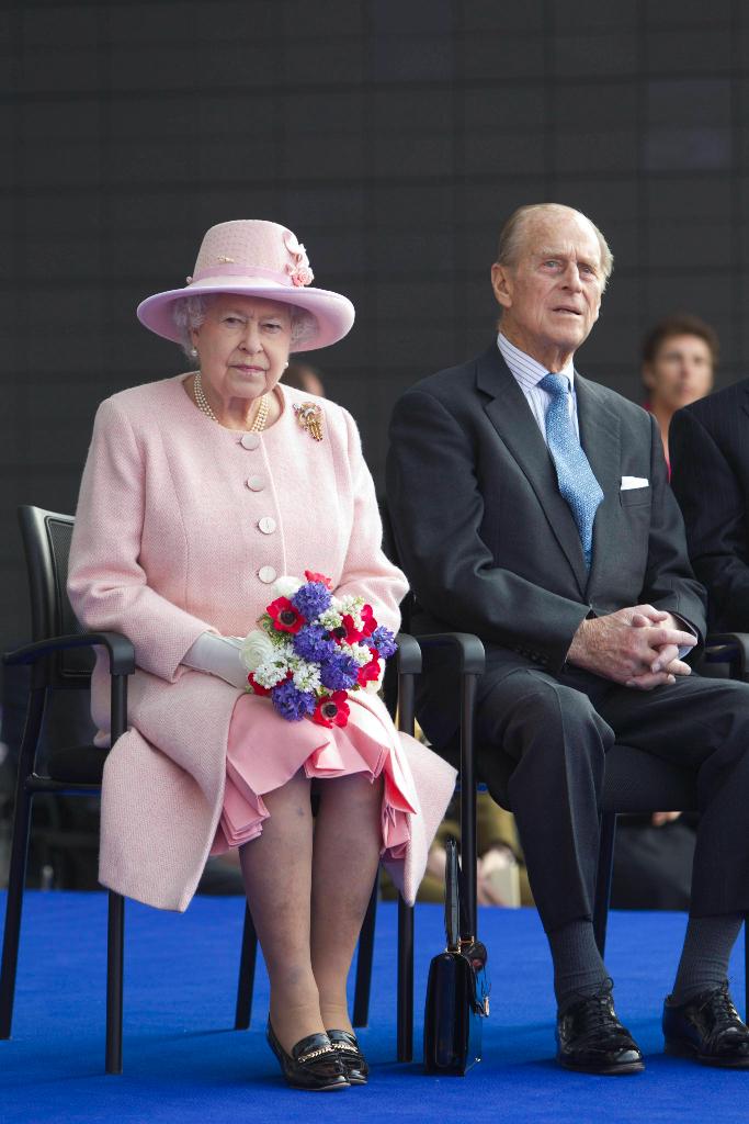 Queen Elizabeth, Pink Coat, Manchester, Prince Philip