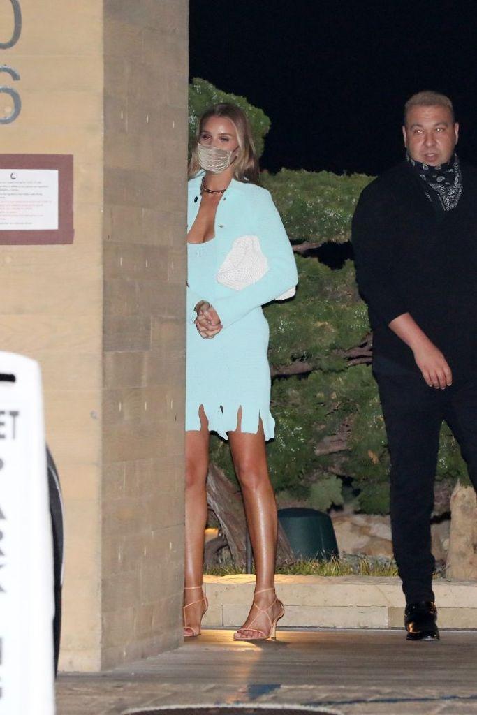rosie huntington-whiteley, dress, cardigan, jacket, heels, sandals, thong, bottega veneta, la, nobu, jason statham