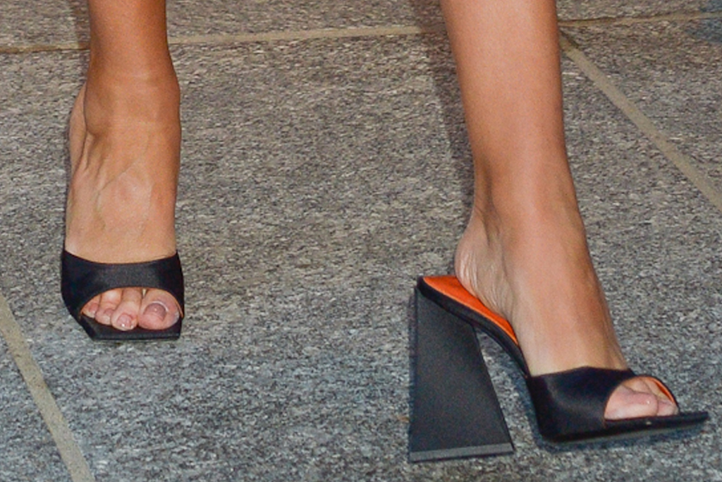 rosie huntington-whiteley, skirt, leather skirt, sweater, heels, the attico, sandals, new york