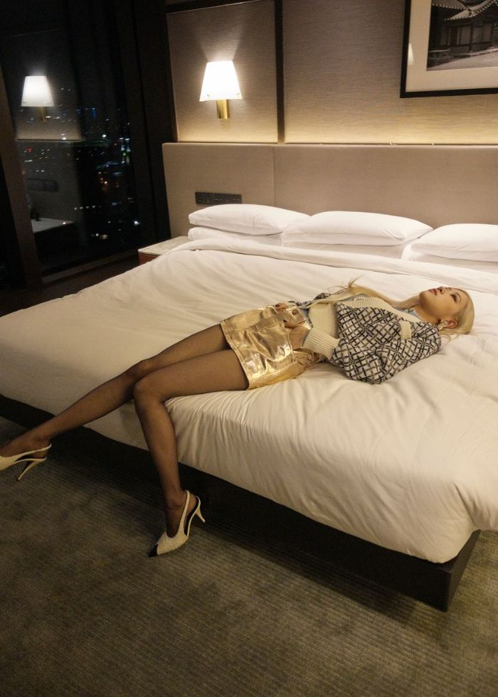hailey baldwin, skirt, mini skirt, tights, jacket, saint laurent, fall 21, collection, rose