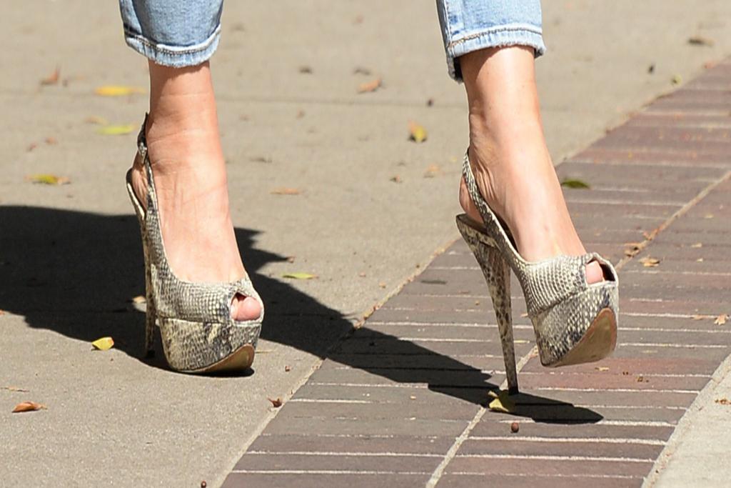 sofia vergara, snakeskin heels, animal print pumps