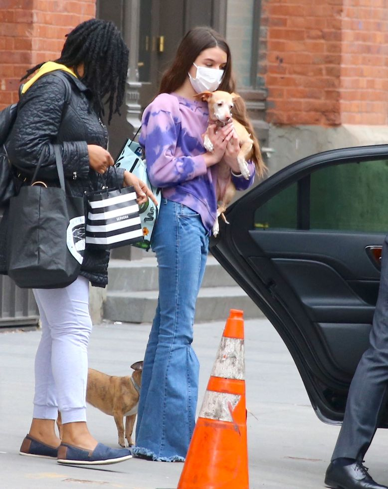 suri cruise, sweater, jeans, tie-dye, sneakers, 1970s, dogs, converse, new york, car