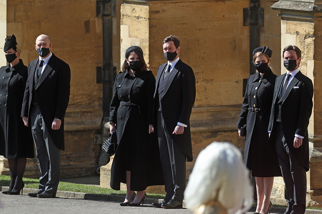Duke of Edinburgh funeral. (Left to right) Zara Tindall, Mike Tindall, Princess Eugenie, Jack Brooksbank, Princess Beatrice and Edoardo Mapelli Mozzi watching the procession at the Galilee Porch of St George's Chapel, Windsor Castle, Berkshire, during the funeral of the Duke of Edinburgh. Picture date: Saturday April 17, 2021. See PA story FUNERAL Philip. Photo credit should read: Steve Parsons/PA Wire URN:59239931 (Press Association via AP Images)