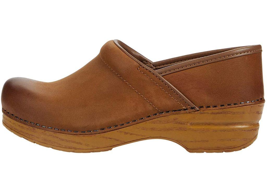 clogs, clog shoes, how to wear clogs, clog shoe trend, spring 2021 fashion trends, spring 2021 trends, trends, fashion, shoes, dansko, dansko clogs
