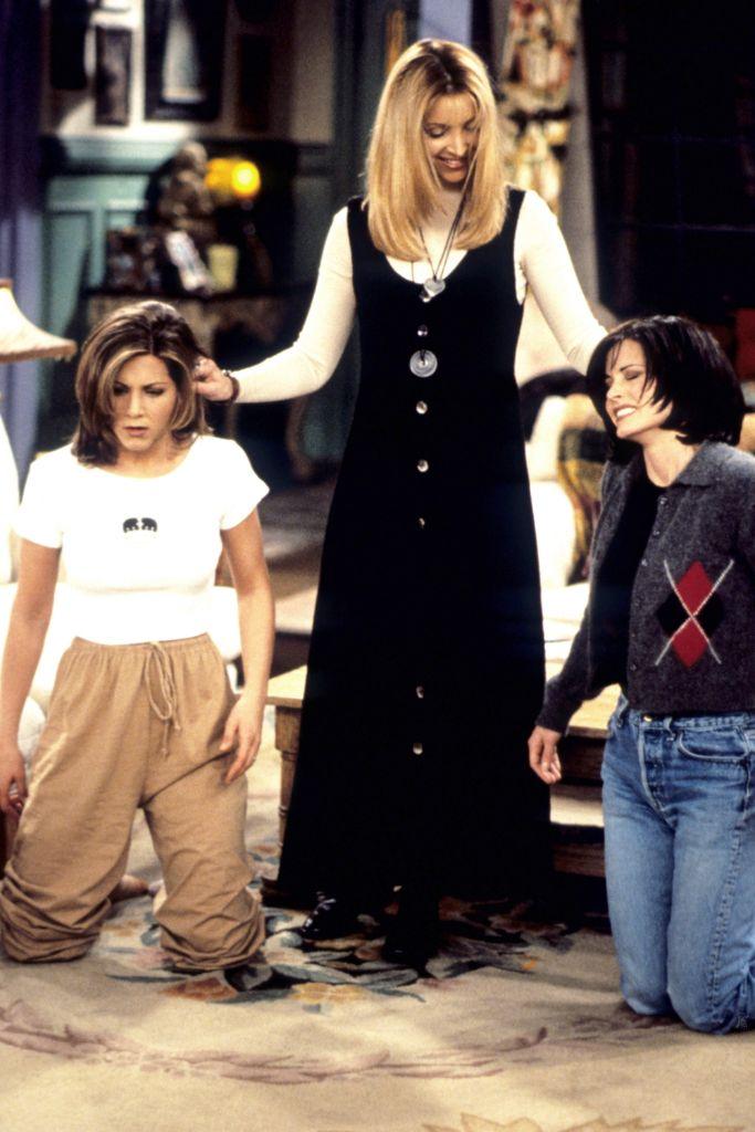 friends, friends reunion, friends fashion, friends '90s fashion, '90s fashion, 2000s fashion, jennifer aniston, coutney cox, lisa kudrow, david schwimmer, matthew perry, matt leblanc