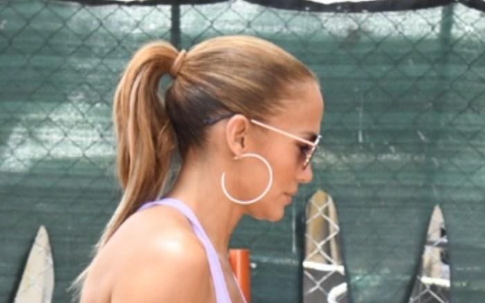 Jennifer-Lopez-purple-gym-outfit