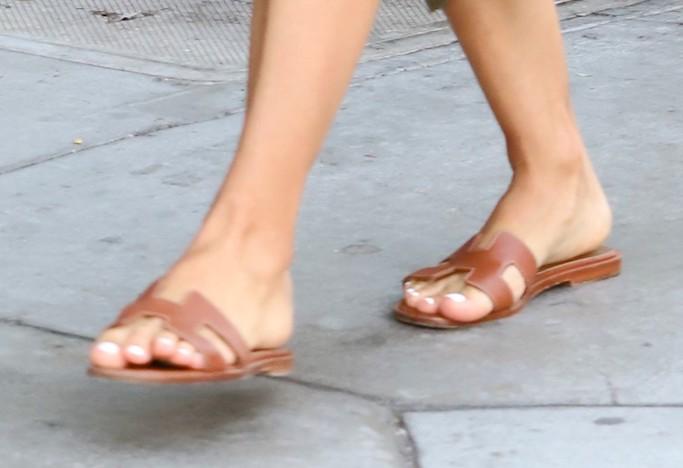 Eva Longoria, Amaury Nolasco, hermes sandals, slide sandals, oran sandals