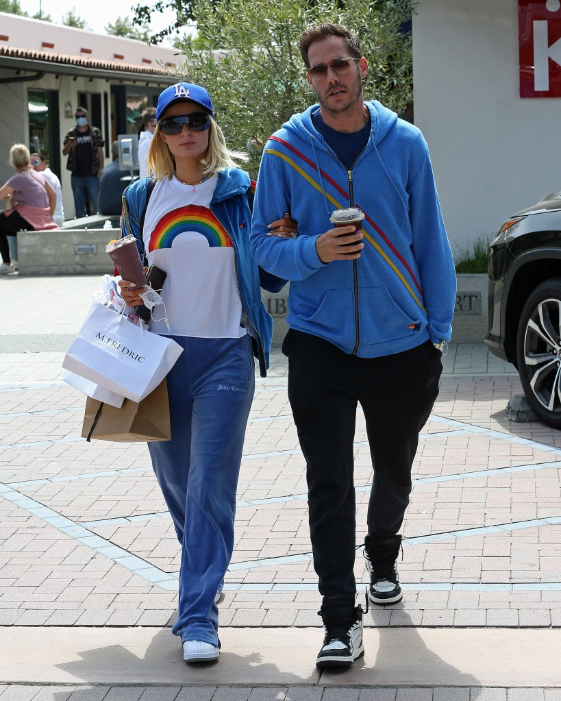 Paris Hilton and boyfriend Carter Reum stop for some smoothies in Malibu,Ca. 29 May 2021 Pictured: Paris Hilton. Photo credit: P&P / MEGA TheMegaAgency.com +1 888 505 6342 (Mega Agency TagID: MEGA758697_002.jpg) [Photo via Mega Agency]