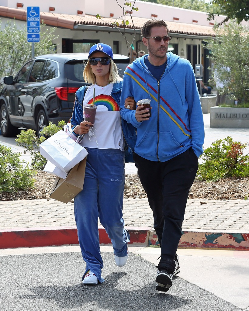 Paris Hilton and boyfriend Carter Reum stop for some smoothies in Malibu,Ca. 29 May 2021 Pictured: Paris Hilton. Photo credit: P&P / MEGA TheMegaAgency.com +1 888 505 6342 (Mega Agency TagID: MEGA758697_007.jpg) [Photo via Mega Agency]