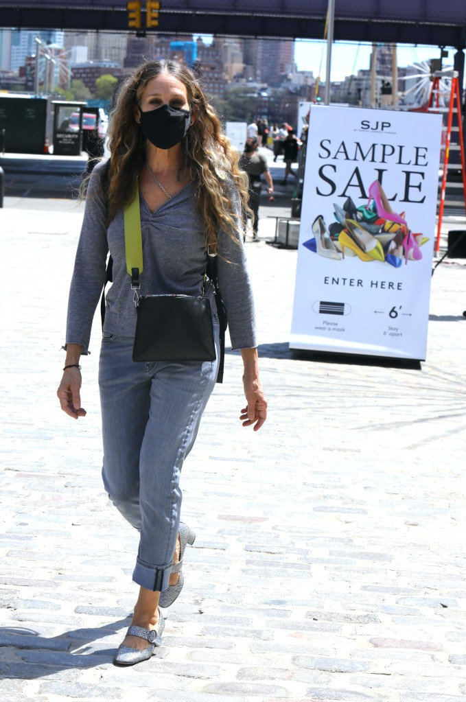 "Sarah Jessica Parker leaving the 'SJP Collection Sample Sale' at the ""SJP By Sarah Jessica Parker"" store at the Seaport District, Manhattan.Pictured: Sarah Jessica Parker Ref: SPL5224564 300421 NON-EXCLUSIVE Picture by: Jose Perez / SplashNews.com Splash News and Pictures USA: +1 310-525-5808 London: +44 (0)20 8126 1009 Berlin: +49 175 3764 166 photodesk@splashnews.com World Rights"