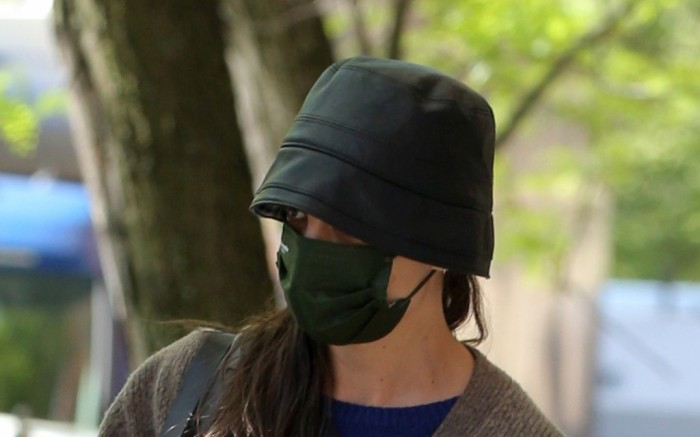 Katie Holmes Leaves Her Apartment New York City
