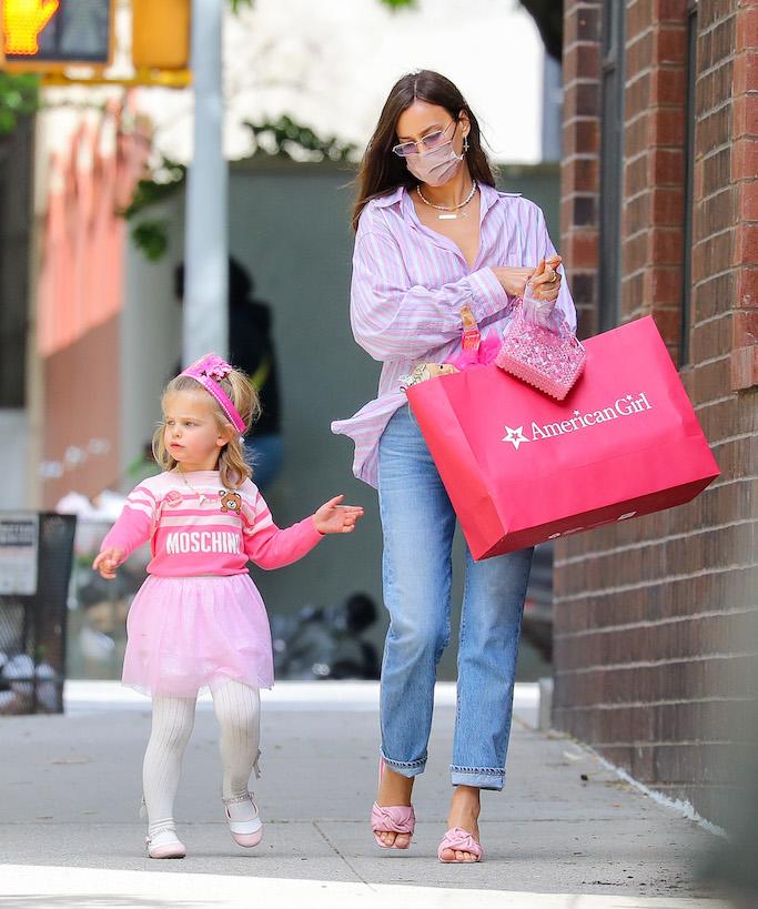 Irina shayk, lea, bright pink, pink sandals, american girl ,nyc