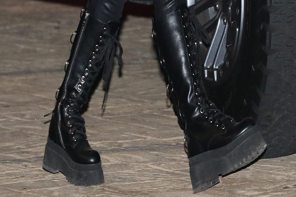 Avril Lavigne, Black Combat Boots, Black Boots
